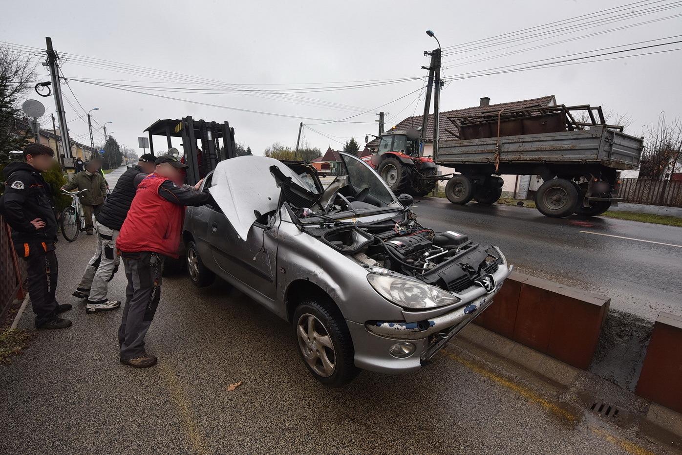 Traktor és Peugeot ütközött Körmenden - ketten megsérültek a 8-as főúton