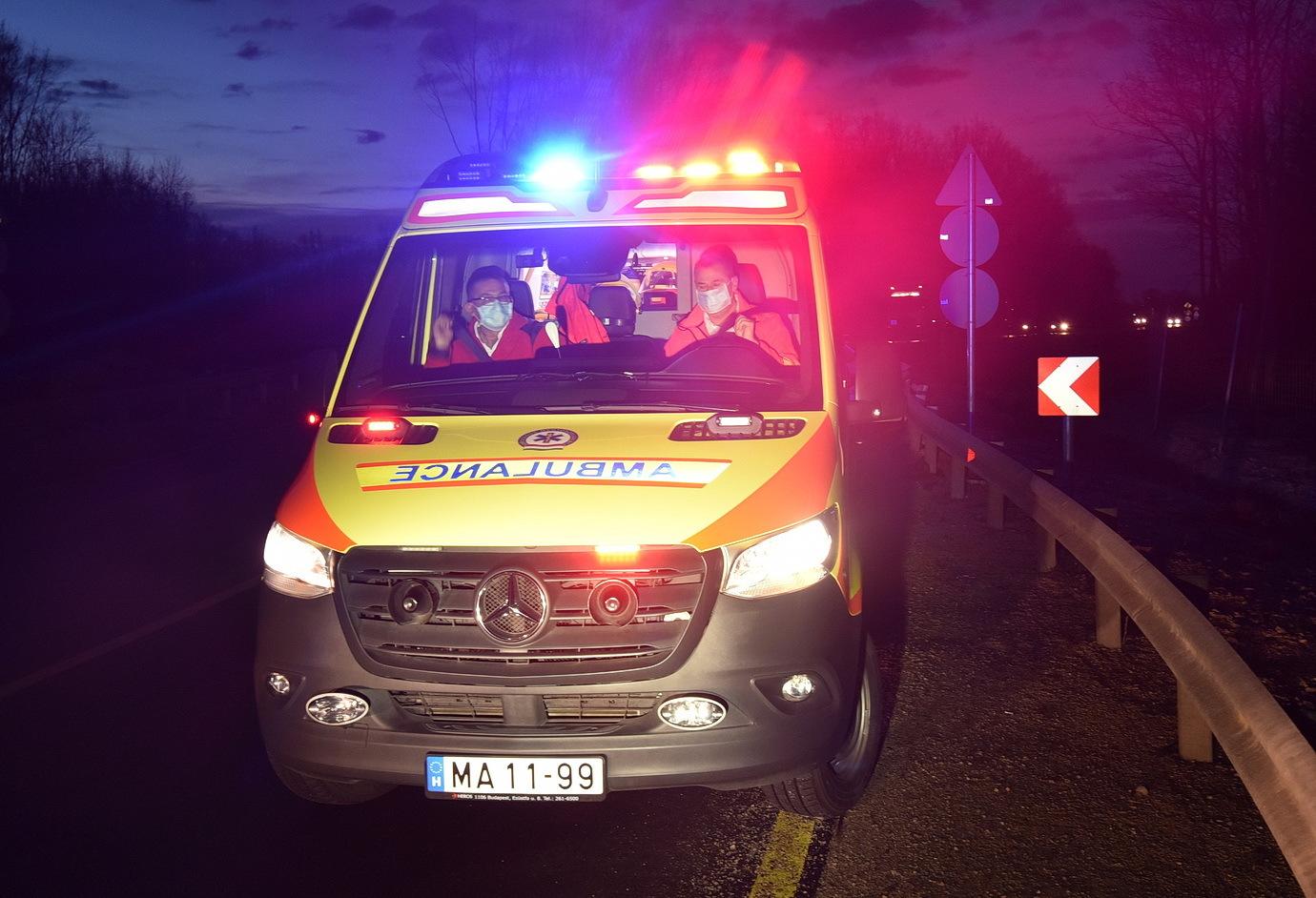 Terelésnél ütközött szalagkorlátnak egy Peugeot Körmend közelében