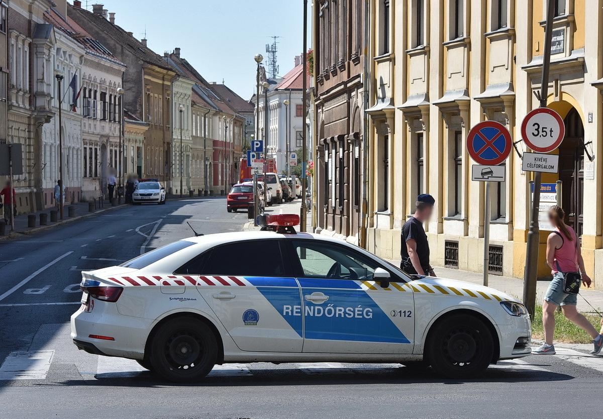Néhány járművezető nem sejtette, miért állt keresztbe a rendőrautó az úton