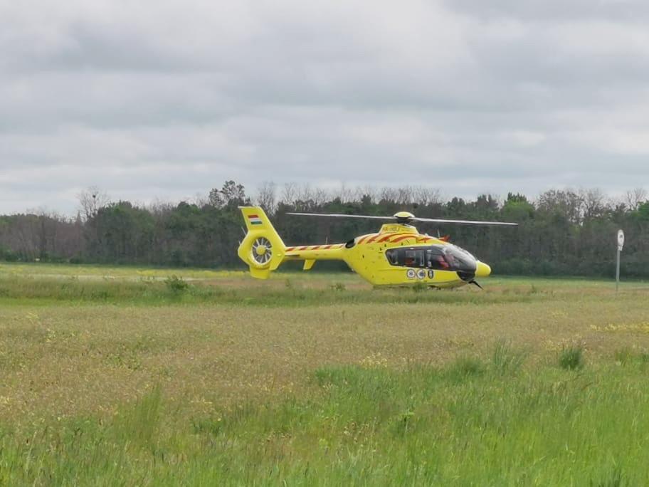 Mentőhelikopter érkezett a baleset helyszínére